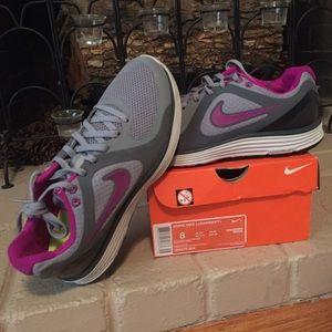 Women's Nike Lunarswift+ Size 8.